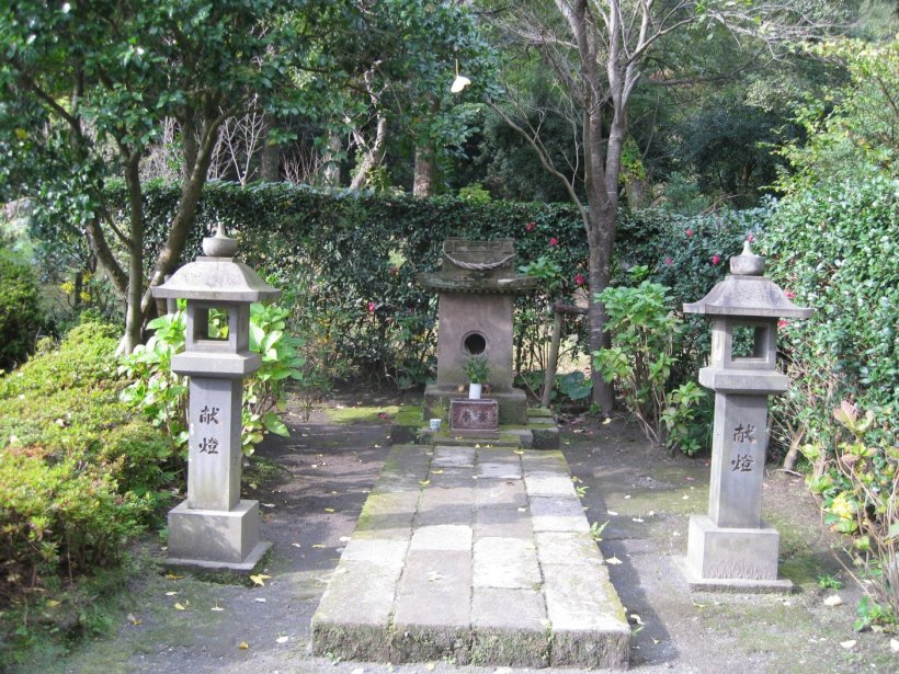 cat shrine4
