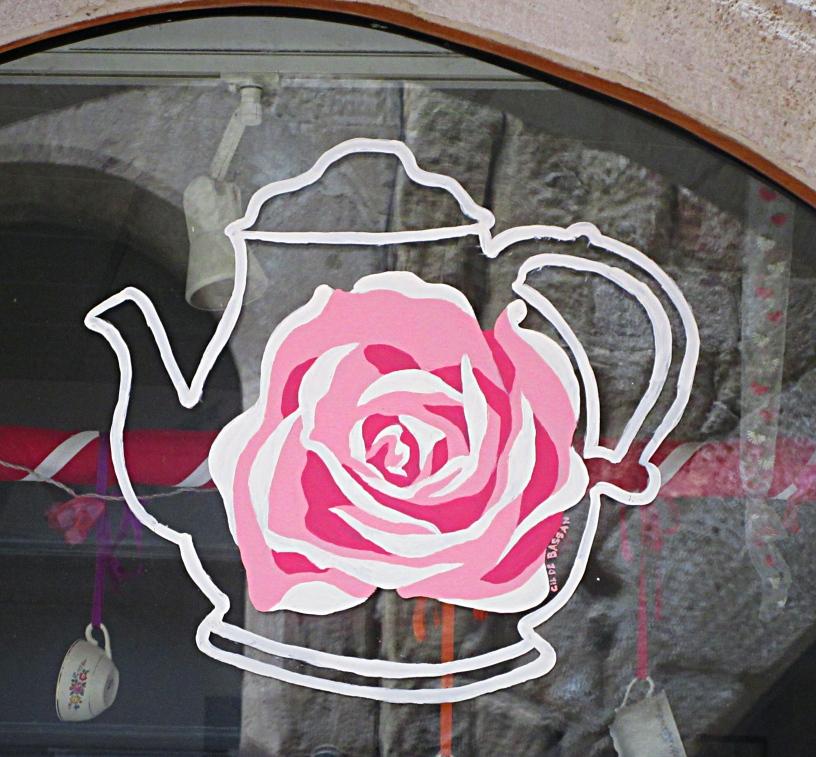 Rose Teapot Figeac